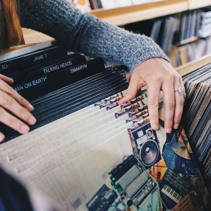 vinyl-record-digging-sampling